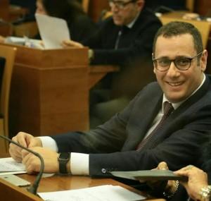 Armando Cesaro 8